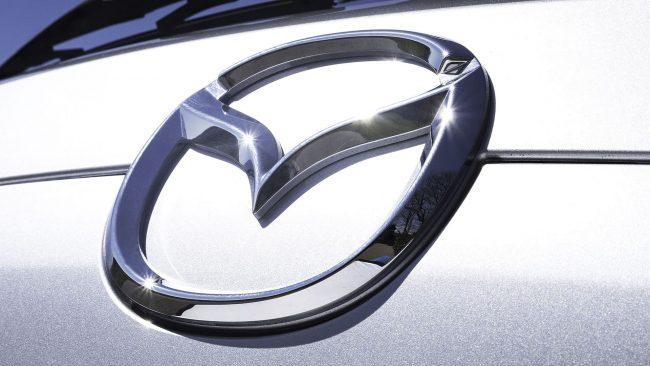 Mazda Logo mit Flügeln